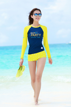 BEACH PARTY WOMAN RASHGUARD (RT0007)